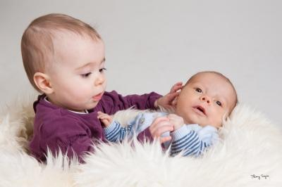 portrait de bébé avec un nouveau-né