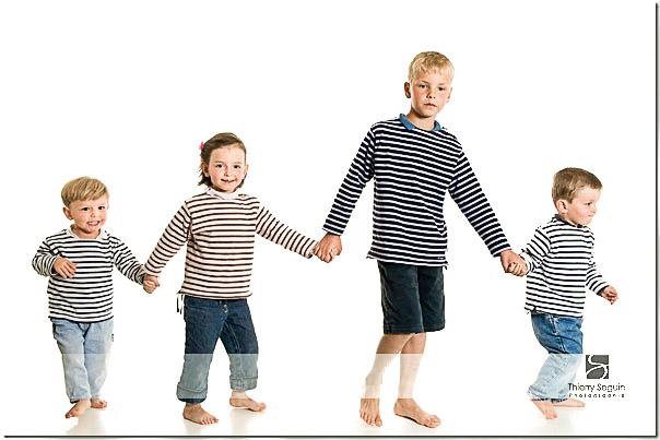 Portrait de famille - frères et soeurs en marinière