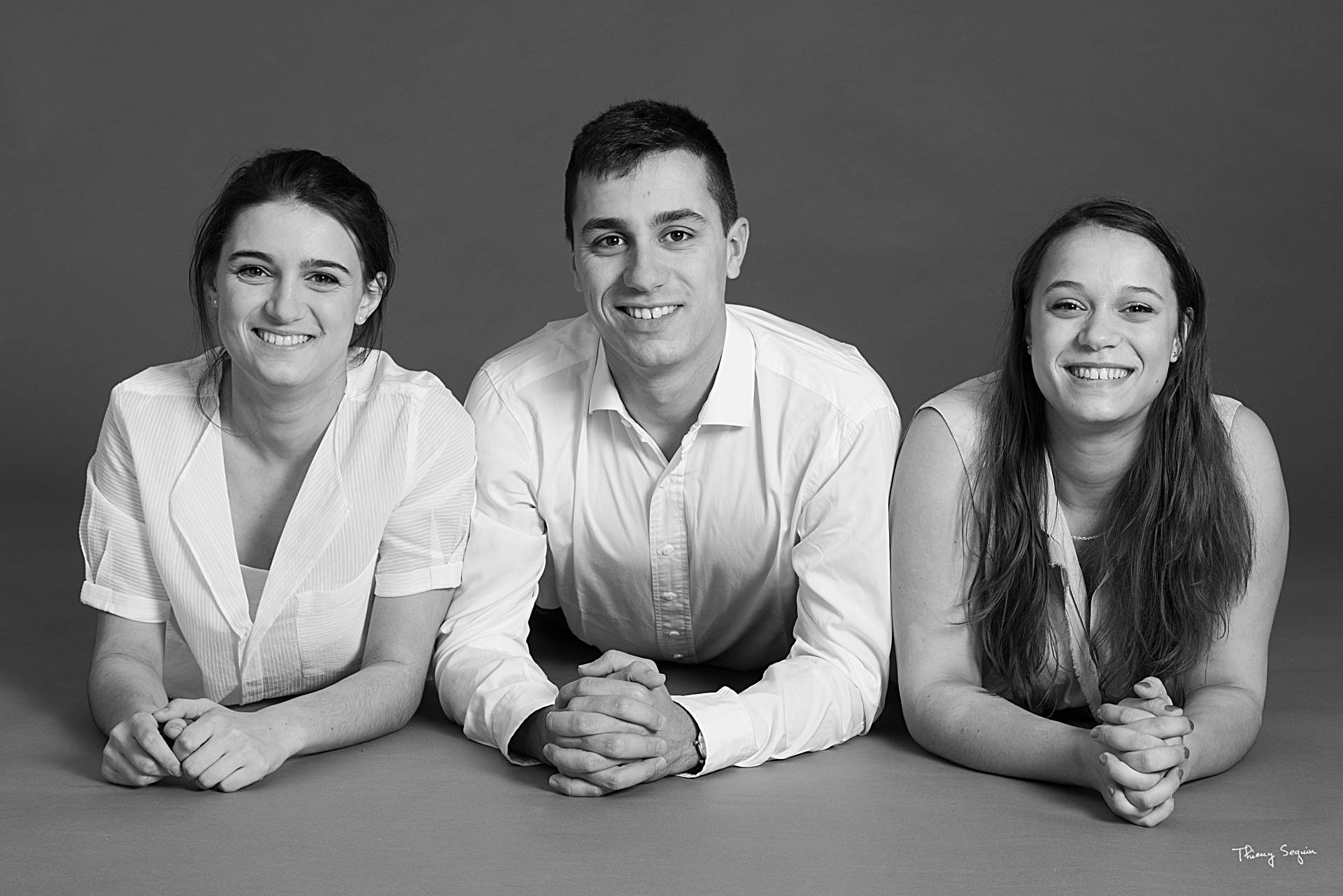 photo fratrie 1 frère et 3 soeurs Versailles